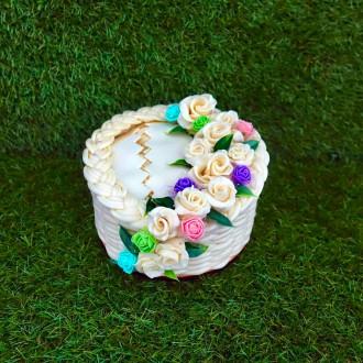 Exkluzivní sýrový dort na dřevěném podnosu: jednopatrový - barevný