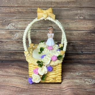 Exkluzivní sýrový dort na dřevěném podnosu: košík na první svaté přijímání