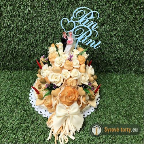 Dvoupatrový sýrový dort s nevěstou a ženichem
